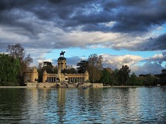 Parque del Retiro - Madrid (fra_m88) Tags: madrid street sunset summer portrait sky people woman sun lake art water beautiful beauty smile architecture clouds portraits sunrise walking square landscape happy spring spain women artist happiness spanish squareformat beatiful