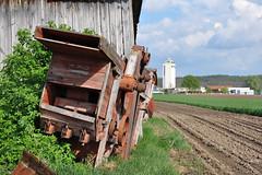 Weinviertel Niederösterreich Harmannsdorf DSC_0124 (reinhard_srb) Tags: landwirtschaft feld himmel wolken silo bauer rost holz arbeit niederösterreich korn strauch acker ernte heu maschine agrar eisen historisch galus getreide weinviertel gebüsch lagerhaus stadl gebrüder harmannsdorf