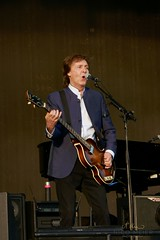 Paul McCartney with Hofner #1 (NM_Pics) Tags: munich mnchen paul beatles olympicstadium mccartney paulmccartney olympiastadion oneonone