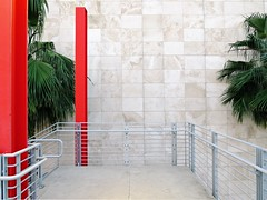 Riding On Platform Zero Is No Defense (Isabelle de Touchet) Tags: red white building texture architecture facade canon losangeles ramp pattern geometry nopeople socal palmtree handrail minimalism travertine renzopiano less lacma losangelescountymuseumofart bcam abiotic broadcontemporaryartmuseum eliandedythebroad powershotsx50 isabelledetouchet renzored