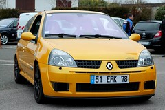 Renault Clio II RS (seb !!!) Tags: auto france cars yellow jaune canon french photo coach frankreich automobile foto image picture frana clio du voiture renault amarillo amarelo gelb giallo ii sirius seb bild rs francia franais imagen coup imagem automovil francs automovel franzsisch populaire wagen ronde francs 2016 automobil franaise francese vexin 1100d gargenville yougtimers