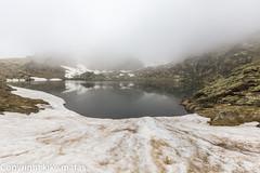Estany Esbalat, Principat d'Andorra (kike.matas) Tags: canoneos6d kikematas canonef1635f28liiusm estanyesbalat ordino andorra andorre principatdandorra pirineos paisaje nature nieve niebla agua nubes canon lightroom4