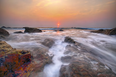 Last Light (karthik Nature photography) Tags: ocean longexposure sunset sea sunlight seascape beach nature water canon landscape outdoors landscapes exposure waterscape naturephotography landscapephotography canon1635mm sunsetphotography canon5dmark3 rockobject