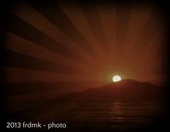 Radiating Sun (frdmk) Tags: ocean sunset sea sun water sunshine island ray radiating