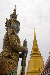 (piper969) Tags: thailand bangkok stupa thailandia statua decorazione tempio palazzoreale rattanakosin greatroyalpalace uploaded:by=flickrmobile flickriosapp:filter=nofilter