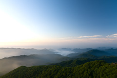 Sunrise on Jiri mountain (B J S) Tags: mountains fog clouds sunrise southkorea jirisan mountainranges moun tokina111628 nikond7000