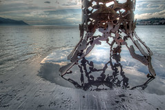 Le pozze rubano sempre un po' di cielo (Alberto Colombo - Como) Tags: panorama sculpture lake art water clouds canon landscape lago nuvole arte sigma 7d svizzera acqua pioggia montreux scultura orizzonte pozza nuvoloso 816 pozzanghera