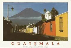 Calle de la Antigua con vista del Volcán de Agua (tico_manudo) Tags: guatemala antigua volcanes centroamérica antiguaguatemala