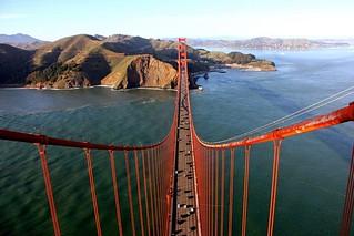 【组图】摄影师攀爬金门大桥顶拍壮观俯瞰图