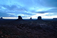Dawn in The Valley (Sebas) Tags: monumentvalley navajotribalpark navajonation theviewhotel