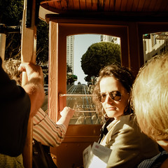 En el tranvía (Lou Rouge) Tags: sanfrancisco california street portrait woman usa sun reflection girl calle mujer strada young streetphotography tram manos tramway railes tranvía pensativa fotodecalle