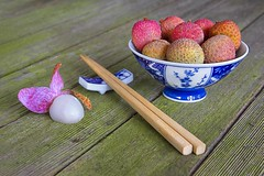 [lychees in bowl low res] (RHiNO NEAL) Tags: china food recipe chinese cook neil bowl chef rhino chopsticks peel lychees ingredient rhinoneal