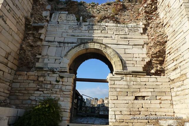 Fachada de entrada a la Basilica de San Juan