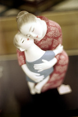 18-248 (ndpa / s. lundeen, archivist) Tags: color film japan 35mm japanese tokyo store hugging hug nick departmentstore figure 1970s 18 figurine 1972 figures motherandchild dewolf nickdewolf photographbynickdewolf reel18