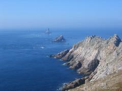 Pointe du Raz (Philippe LAURET, Paris) Tags: sea cliff mer lighthouse brittany rocks bretagne seacliff falaise phare rochers
