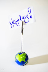 Hilferuf (-BigM-) Tags: our photography fotografie desk earth save help sos mayday schreibtisch erde hilfe bigm markro soules hilferuf