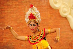 Talking Hands ! (john a d willis) Tags: bali indonesia kecakdance culturalpark gamelanorchestra dancingbeauty garudawisnukenkana