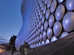 Selfridges store, Future Systems architects, 2004 - Bull Ring commercial area, Birmingham B5, England (edk7) Tags: street city uk england urban building bus architecture twilight birmingham cityscape dusk engineering shoppingcentre pedestrian structure westmidlands bullring parkstreet 2016 commercialarea churchofstmartininthebullring edk7 olympuspenliteepl5 aluminiumdisccladding birminghamb5 selfridgesdepartmentstorefuturesystems2004