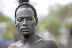 Muchacho de la tribu Hamer en el mercado de Dimeka (Sur de Etiopa), 2010. (Luis Miguel Surez del Ro) Tags: hamer tribu etiopa etnia dimeka