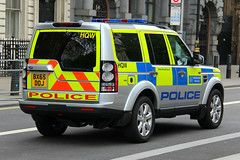 Metropolitan Police Land Rover Discovery 4 Explosive Ordinance Disposal Team (PFB-999) Tags: new colour london car disco 4 police disposal rover eod land vehicle leds service met discovery metropolitan whitehall explosive grilles response unit ordinance the mps facelift 2016 lightbar trooping fendoffs bx65doj