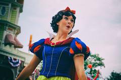 Snow White (David Youngblood) Tags: mainstreet disney disneyworld wdw magickingdom sonyalpha sal1650 sony1650f28 festivaloffantasyparade a77ii ilca77m2