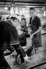Tsukiji Market  - Tokyo Japon (Red-Dream) Tags: blackandwhite tsukiji tokyo tokyostreet people noirblanc noiretblanc blackwhite black monochrome    fishmarquettokyo bw pretoebranco biancoynero blancoynegro superfave ciudad luz natural luznatural downtown urbana zwartenwit schwarzweiss streetpix strase straat calle citylife