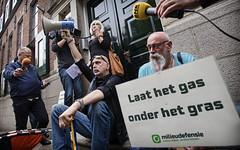 Protest Groningen bij bezoek Kamp (MilieudefensieNL) Tags: netherlands nederland gas groningen nam demonstratie aardbeving milieudefensie boren schade milieu verzet provincie gaswinning gasboring schok schokkend fossilfree aardbevingen gasbesluit gasverzet gaswinst fossielvrij