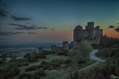Ocaso en el castillo de Loarre (Urugallu) Tags: espaa color verde luz canon atardecer flickr arboles camino cielo nubes ocaso castillo loarre 70d joserodriguez murrallas urugallu