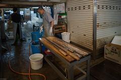 washing long knives (kasa51) Tags: people japan tokyo tsukiji fishmarket atwork   longknifeforcuttingtuna