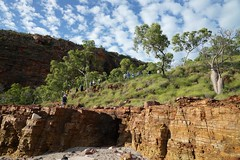 Descent from the Wandjina rock-art site, Doubtful Bay, Kimberley (jozioau) Tags: beach bush rocks kimberley walkers escarpment variosonnart282470