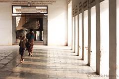 (d.huepe) Tags: world family boy people familia children temple town trabajo asia village gente burma pueblo working mother culture diversity mama villa myanmar nio mundo templo hijo bagan trabajando culturas diversidad birmania