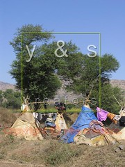 JL050030 (yoyogyogi) Tags: life travel roof india landscape spread indian traditional style dry rope bamboo huts hut strip maharashtra wai cloth shelter cloths shape strips makeshift drying satara vagabonds payacom