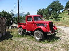 Tuff looking  1936 Ford 4x4 truck  in the wild (Bob the Real Deal) Tags: california wild ford truck mud 4x4 dirt oakhurst tuff 1936ford inthewild mudslinger ford4x4 1936fordpickup fordtuff canonsd700tufftruck