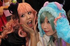 beauty and beast (mrlenours) Tags: halloween girl fashion japan asian japanese tokyo highheel crossing candid shibuya makeup style wig   heel  japon streetfashion streetstyle