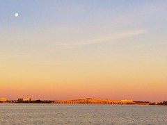 moon sunrise dawn florida fullmoon causeway indianriver... (Photo: Ed Yourdon on Flickr)