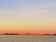 moon sunrise dawn florida fullmoon causeway indianriver... (Photo: Ed Yourdon on Flickr)
