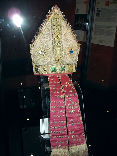 Mitre - Amalfi, Museo Diocesano - Neapolitan Workmanship - first quater of the 14th century - Pearls and golden plates with precious stones - Angevin Naples - Temporary exhibition - Museum of the Treasure of Saint January in Naples