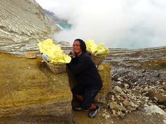 Penambang Belerang (uconk) Tags: sunrise trekking gunung jawa vulcano eastjava jawatimur ijen bondowoso