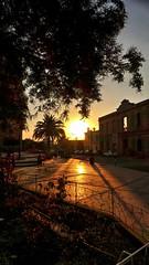 Puesta del sol en la Plaza Las Americas (Luna y Valencia) Tags: sunset peru tramonto catedral cattedrale tacna