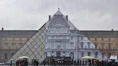 JR_2847 muse du Louvre Paris 01 (meuh1246) Tags: streetart paris jr musedulouvre pyramidedulouvre paris01