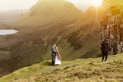 Quiraing Wedding (Astarotte73) Tags: matrimonio wedding serviziofotograficomatrimoniale weddingphotoshooting scotland highlands skye trotternish quiraing justmarried tramonto sunset oradorata goldenhour panorama felicit happiness staffin flodigarry contrast