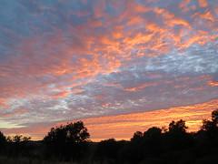 Magie du soir (Doonia31) Tags: coucherdesoleil ciel rouge couchant crpuscule nuage ombres paysage soleil pnombre lumire
