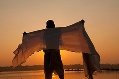 Kumbh mela (silvia.alessi) Tags: light sunset people orange india asia controluce gange uttarpradesh incredibileindia kumbkmela