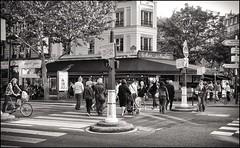 2009-09_IMG_1392_20160405NB2 (Ral Filion) Tags: street paris france caf restaurant boulevard commerce traffic pedestrian economy trafic bistrot piton pedestrianized conomie