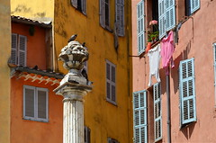 (Jean-Luc Lopoldi) Tags: grasse faades pigeons ctedazur clotheslines linge sud ocre colonne coinderue