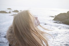 live (Romane Laire) Tags: life sea portrait people mer nature girl vent person lumire live air free blond fille clair froid libre vie respirer clair