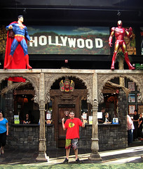 Superman and Iron Man Statues (Vinny Gragg) Tags: statue comics movie illinois theatre statues ironman superman comicbook superhero comicbooks movies dccomics superheroes naperville marvelcomics napervilleillinois hollywoodpalms hollywoodpalmstheatre