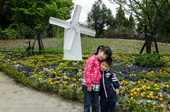 Kiddies at the Swiss garden (Stinkee Beek) Tags: erin taiwan ethan taichung nantou swissgarden nantoucounty renaitownship