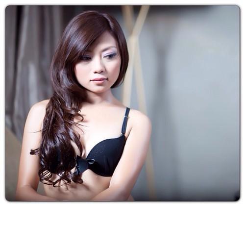 Asian hairless girl something also