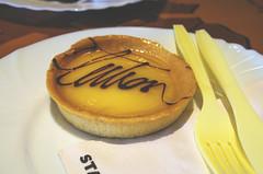DSC_0062 (vese') Tags: cake table lemon sweet napkin knife plate fork tart yummi starbuks